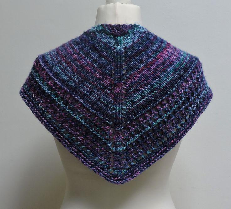 Châle multicolore tons bleus et roses, au tricot, bordure ajourée, en laine acrylique, pour femme : Echarpe, foulard, cravate par titlaine