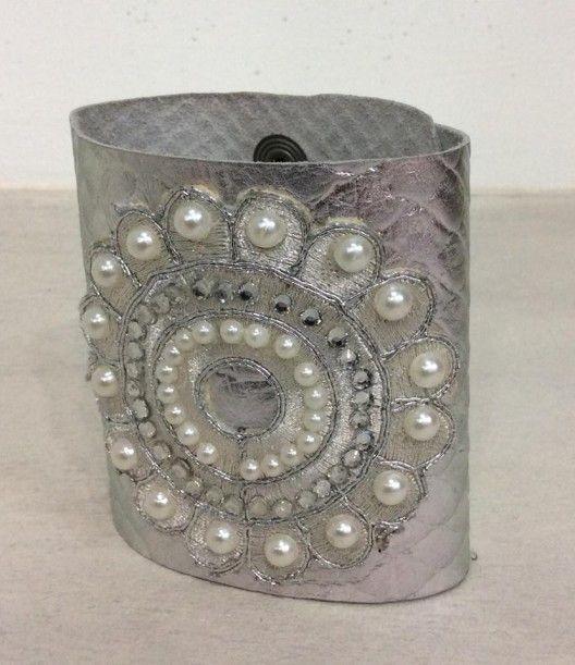 Bracciale in pelle argento con perle e swarovski
