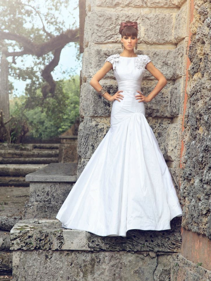 One of Kind Jorge Manuel Wedding Dresses. To see more: http://www.modwedding.com/2014/03/22/one-kind-jorge-manuel-wedding-dresses/ #wedding #weddings #fashion #dress