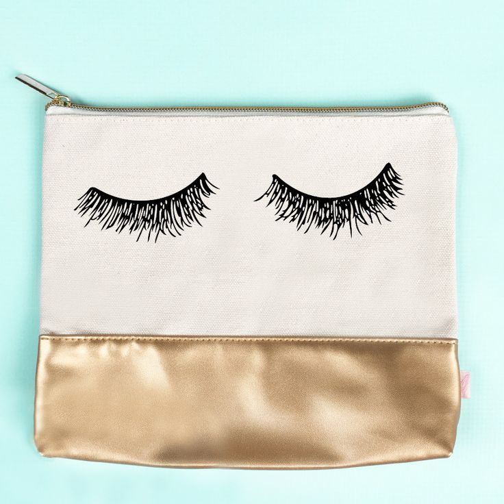 Our chic eyelash makeup bag design features gorgeous gold faux leather! Keep all of your makeup and beauty essentials all in one spot in our gorgeous makeup bags. Perfect for home and traveling on the