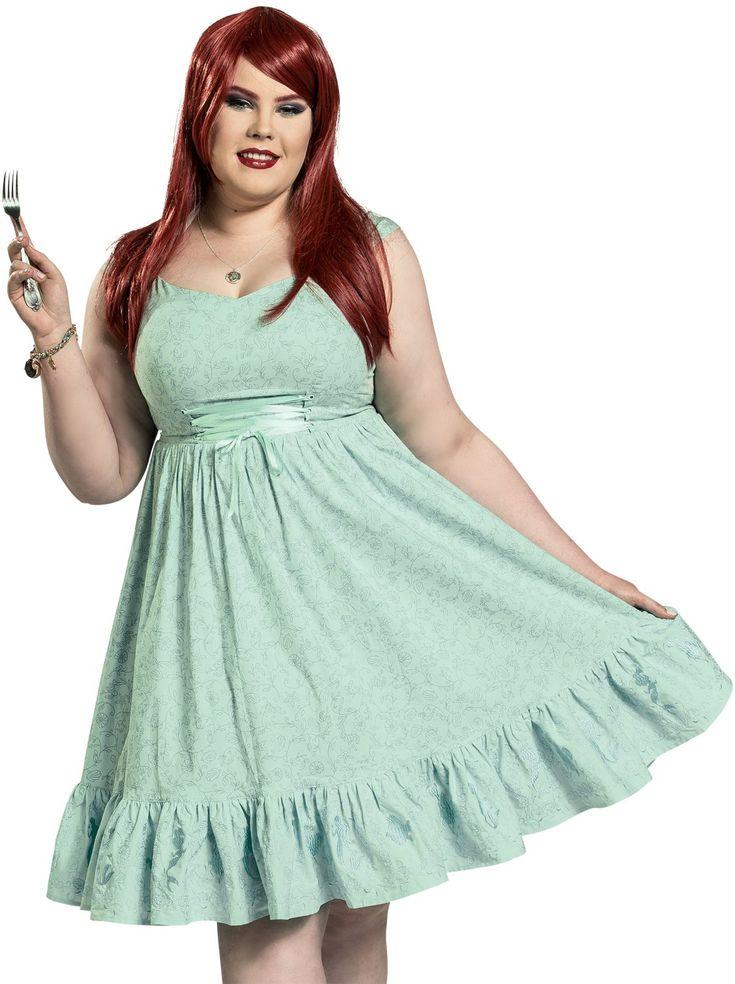 Wer sagt eigentlich dass es Meerjungfrauen nur mit Maßen von 90-60-90 gibt? Verwandelt euch mit diesem Seaweed Dress in Arielle die Meerjungfrau. Exklusiv bei EMP bekommt ihr dieses mintfarbene Kleid mit wunderschönen Stickereien auf dem Kleid und einem Unterrock mit Tüllbesatz. Dieses Arielle die Meerjungfrau Kleid gibt's von Größe L bis 6 XL für euch.