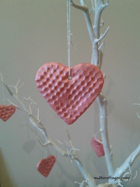 Gorgeous Bubble Wrap Printed Hearts. Such a great way to explore texture and print making!