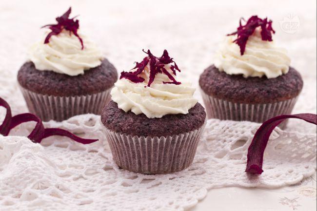 I cupcake alle carote viola sono dei deliziosi e soffici tortini di carote e mandorle, che si contraddistinguono dal particolare colore violaceo.