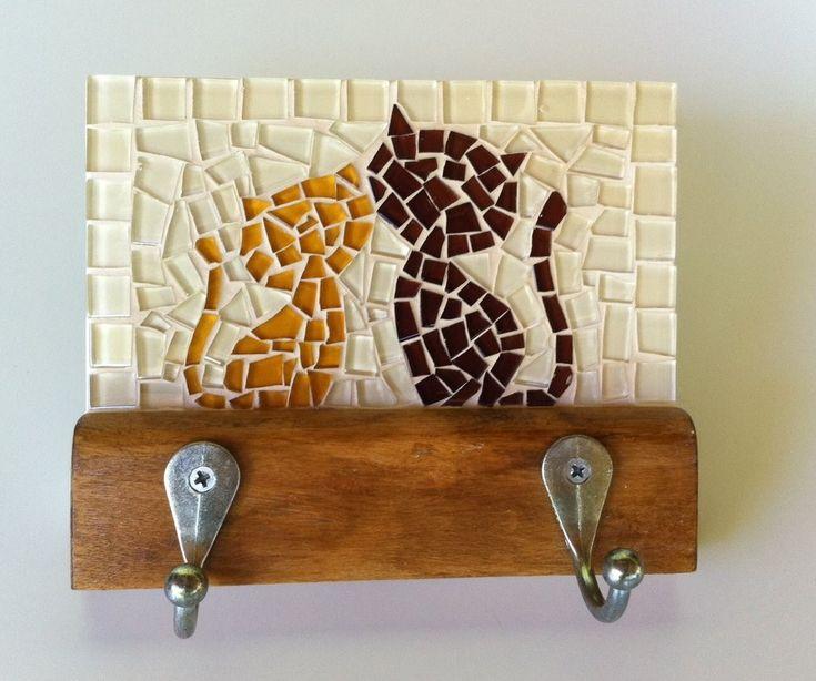 Cabideiro em mosaico casal de gatos