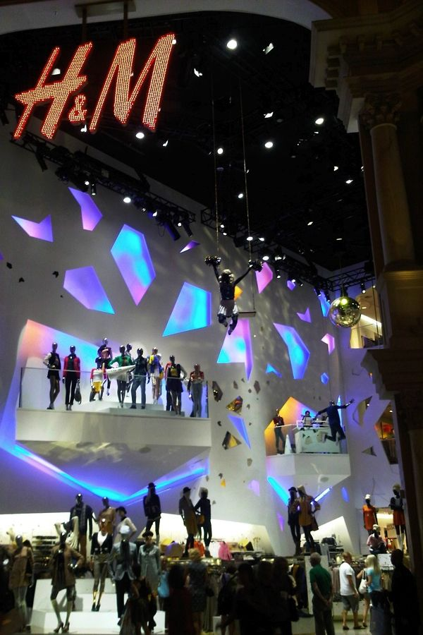 An H&M as spectacular as the one in Las Vegas