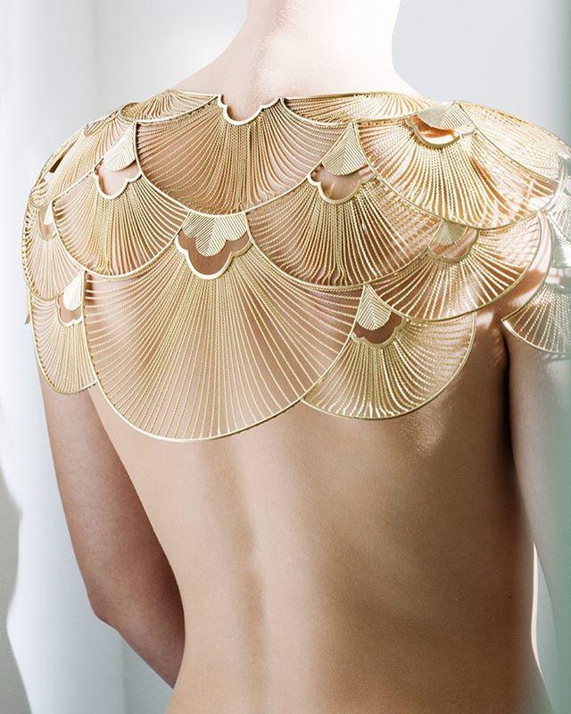 El diseño para hacerlo en tela. Como un cuello independiente que poder usar con distintas prendas.