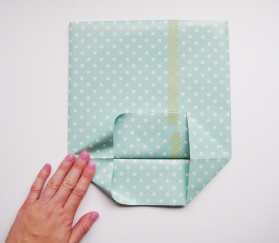 Saw this on another pin and had to find the instructions. No idea what the tape is that she refers to but still an awesome idea. hello sandwich: Paper Gift Bag Tutorial