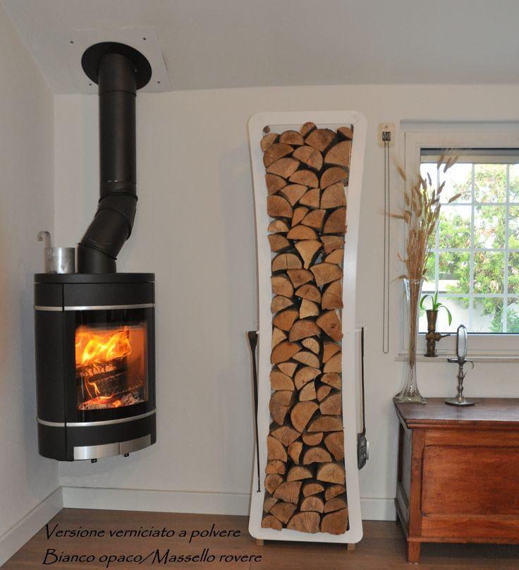 Portalegna in acciaio verniciato a polvere e massello di rovere. H=175cm #portalegna #design  Brennholz halter