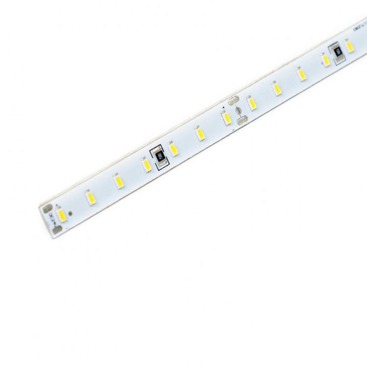 Tira LED alta luminosidad 15W Tira LED rígida de alta luminosidad de 15W. Se sirve en tramos de 1.18 metros.