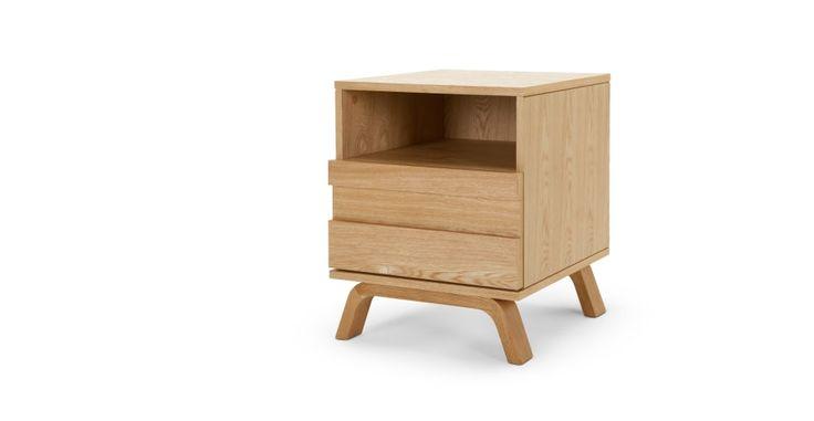 Luka, une table de chevet, chêne   made.com