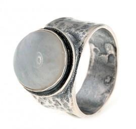 RING 925 STERLING ZILVER GEOXIDEERD MET MAANSTEEN JEH JEWELS    Ring 925 sterling zilver, geoxideerd en hamerslag textuur - met cabucion geslepen Maansteen - ...   € 92 50