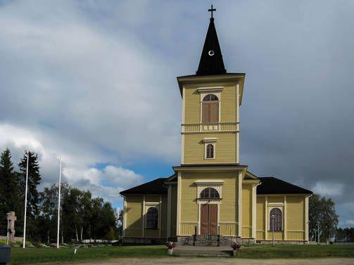 MUONION KIRKKO - Muonion 1820-luvulla valmistunut puukirkko koki kovia viime sotien aikana. Lapin sodan aikana sen penkit poltettiin, urut tuhottiin ja alttari revittiin. Ulkoseiniin jäi kranaatinsirpaleita. Saksalaiset myös käyttivät kirkkoa muun muassa hevostallina.
