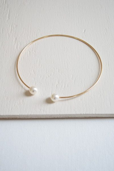 Double pearl metal choker necklace 18K gold plated metal. Very adjustable
