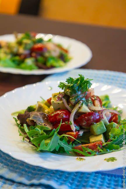 Ceviz yağı ile fıstık ezmesi ve pancar carpaccio ile Karides salatası | Mutfak Alexei Onegin notları