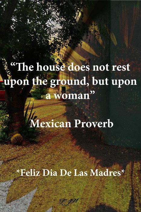 La casa no descansa sobre el suelo, pero a una mujer