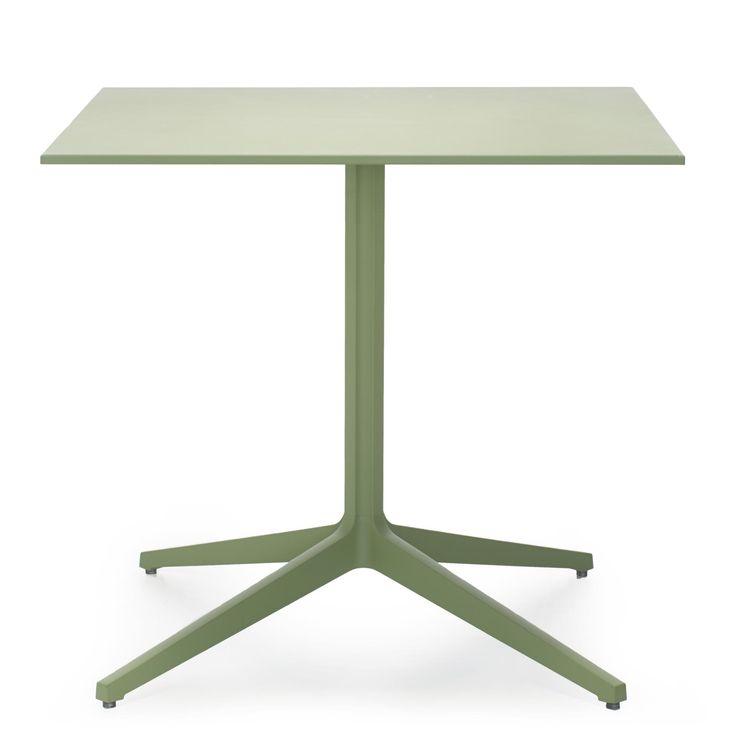 Ypsilon 4795 è una base tavoli per ripiani grandi dimensioni dalle linee pulite. Leggero, maneggevole e resistente agli agenti atmosferici.