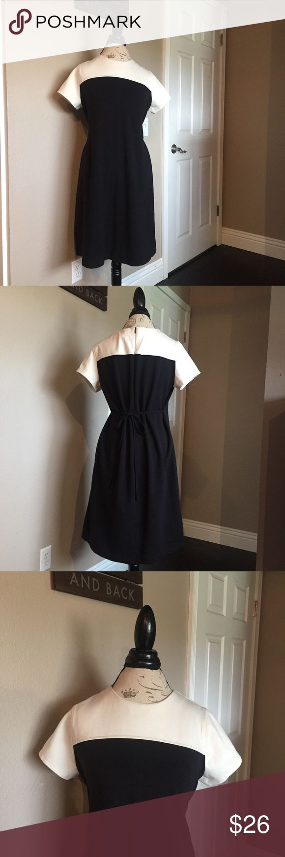 Motherhood maternity Dress size large Motherhood maternity black and white dress in great condition. Dress ties in the back. Dress can be used for work or for a night out. Motherhood Maternity Dresses