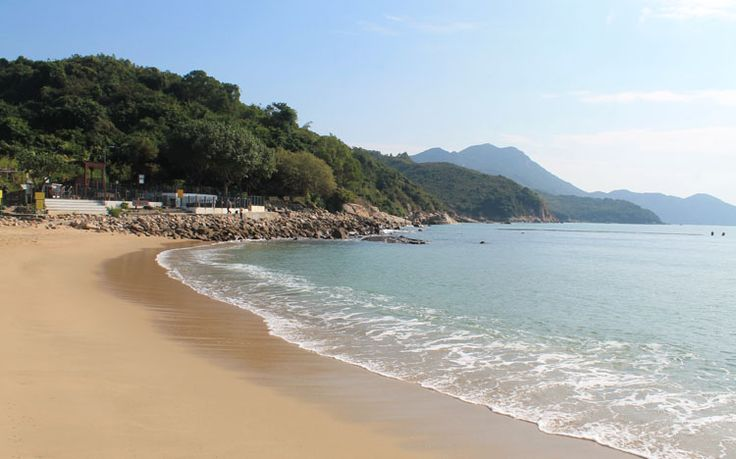 There are nice beaches in Hong Kong? I don't blame you for being surprised — it came as a shock to me too. I figured the beaches in Hong Kong would be average at best because of how built up the city is and its proximity to the industrialised mainland of China.