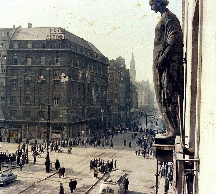 Sosem látott képek a forradalom napjaiból | 24.hu
