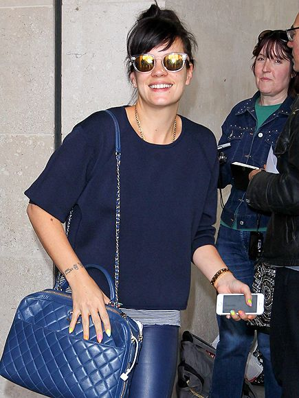 Lily Allen added a pop of metallic shine to her all-blue get-up by rockin' clear sunnies with gold flash lenses!