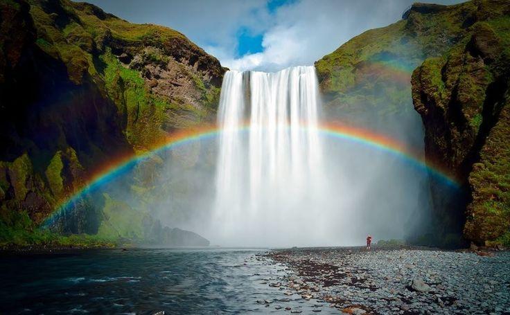 Sé arco iris de aquel que se cree nube  #cascada #waterfall #agua #water #islandia #iceland #skogafoss #paisaje #landscape // Fot.: T. Newell