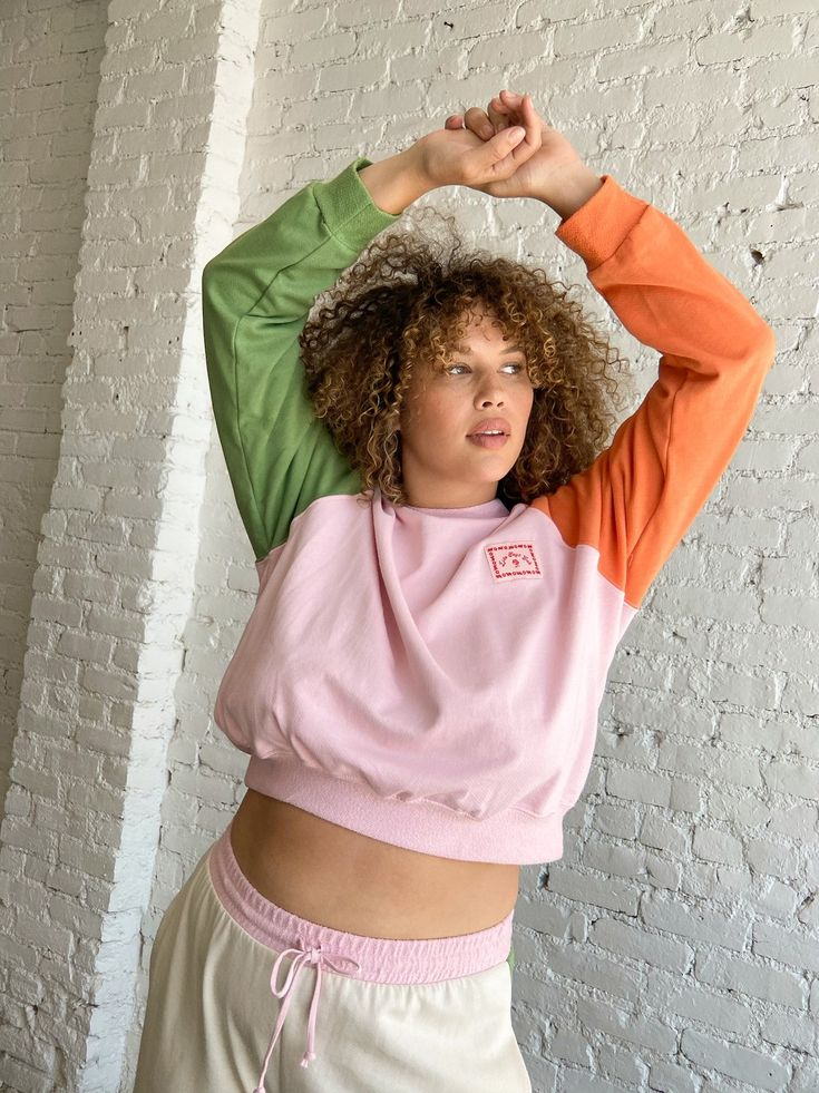 Fast Fashion, Green And Orange, French Terry, Color Blocking, Trendy Outfits, Fashion Brands, Vintage Inspired, Fitness Models, Organic Cotton