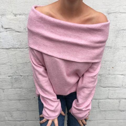Im Sommer war mir klar, ich möchte zum Herbsteinen kuschligen Pullover aus Strick mit einem Carmen Ausschnitt.Also ran den Rechner, das Handy und das Tablet -