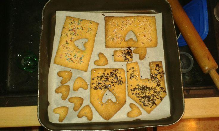Preparazione per la casetta di biscotto