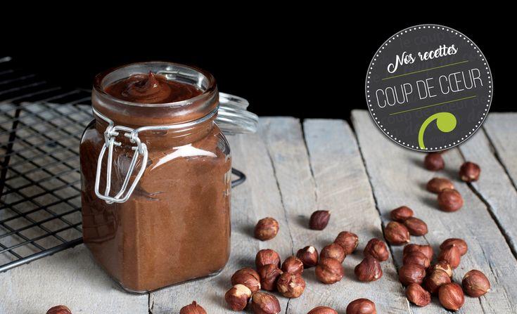 Bien qu'on adore le goût du Nutella, on raffole beaucoup moins de sa liste d'ingrédients (sur laquelle le sucre et l'huile de palme figurent au premier rang) et de sa faible valeur nutritive. Une alternative santé tout aussi délectable: la recette de tartinade choco-noisettes de laconsei