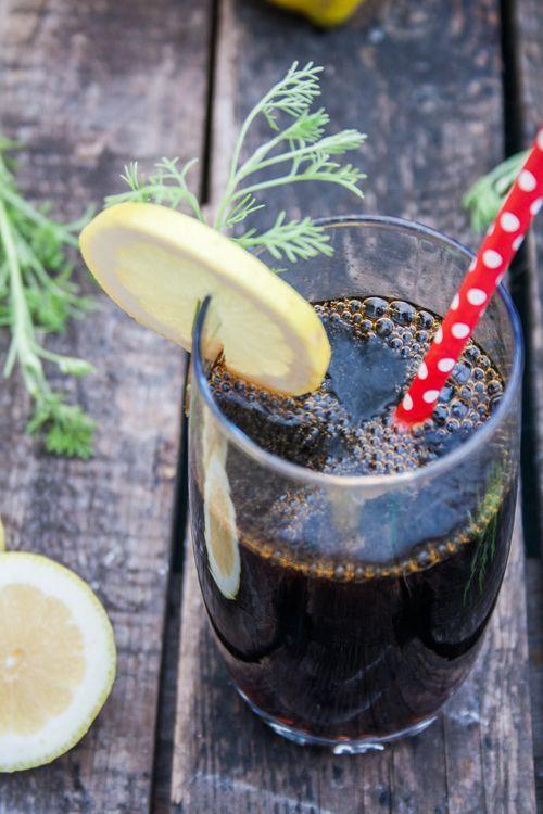 Cola selber machen aus Colakraut-Sirup