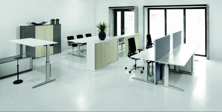 Больше новизны и динамики в  Вашем офисе. Элегантный и в тоже время стабильный стол для работы стоя -сидя программы VitalForm предлагает широкие возможности для структурирования офисных помещений и рабочих процессов.