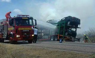 NONATO NOTÍCIAS: Caminhão cegonha pega fogo e queima 10 carros