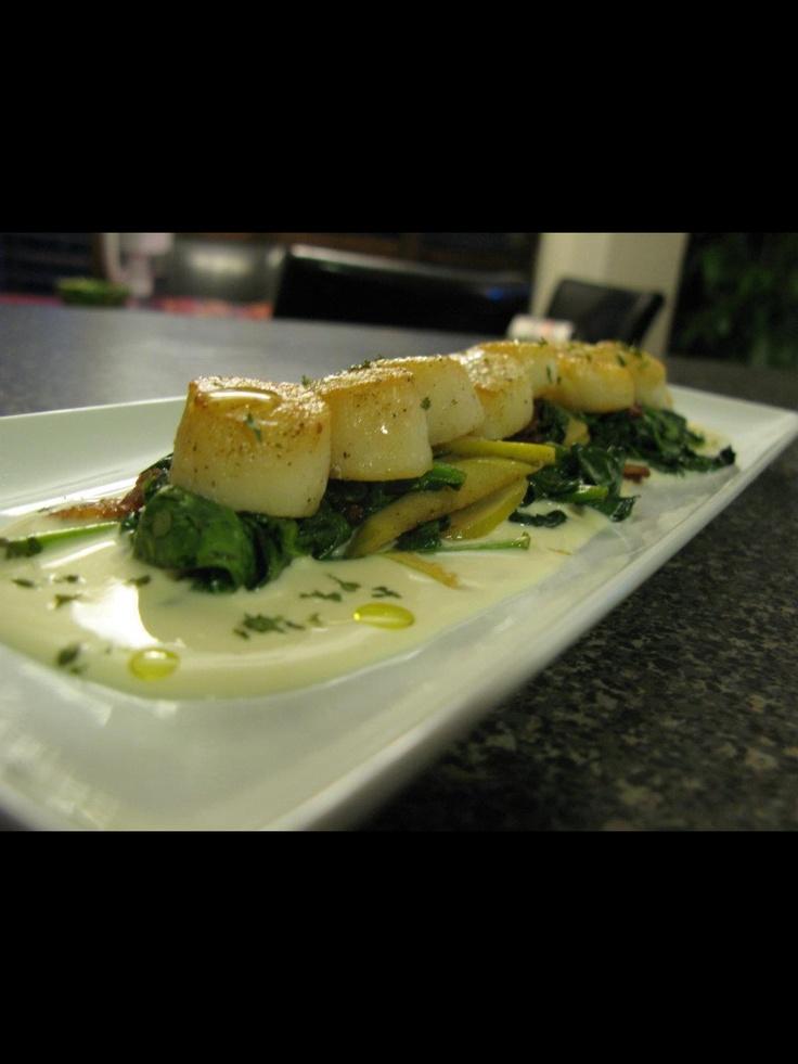Seared scallops, sautéed spinach, apples, bacon, calvados cream sauce. #chef_junpet
