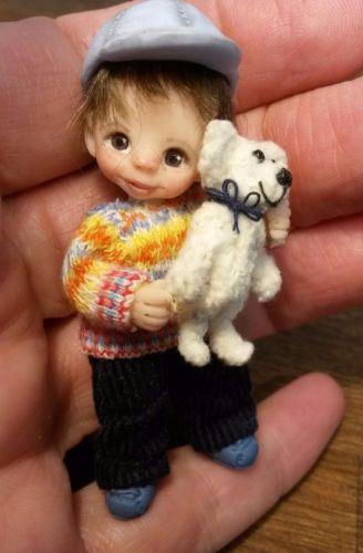 Miniatur-Junge-mit-Teddy-ooak-dollhouse-boy-handmade-6-1-cm ebay