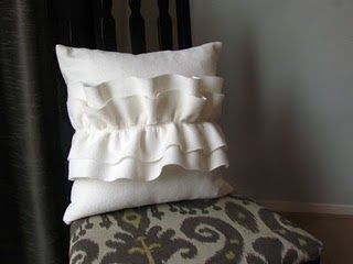 DIY ruffle pillow! I can't say felt would be my fabric of choice, but the white and the simple center ruffle.. Absolutely :)