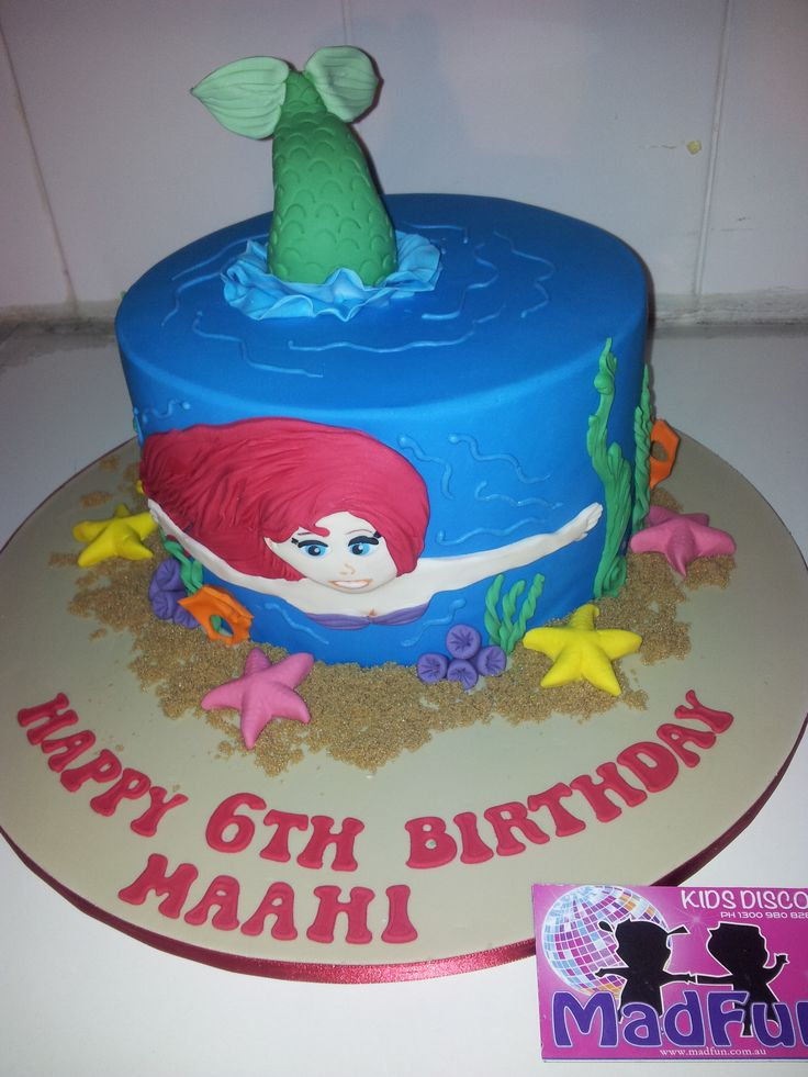 Any party will go swimmingly with an Ariel mermaid cake.