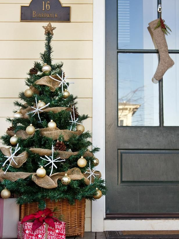 A #Christmas tree on the front porch?  Why not!  http://www.hgtv.com/handmade/how-to-make-a-front-porch-christmas-tree/index.html?soc=pinterest: Christmasdecor, Decor Ideas, Burlap Christmas, Front Doors, Christmas Porches, Christmas Decor, Christmas Trees, Outdoor Christmas, Front Porches