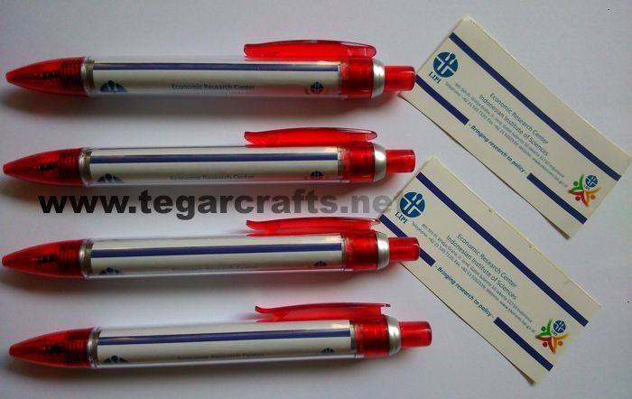 Promotion plastic pen type 3724 with sticker, full color printing. Ideal to serve as a souvenir for distribution as a seminar kit, for meeting participants, as well as training, workshops. Looked the picture next to a pen ordered by Pusat Riset Ekonomi Lembaga Ilmu Pengetahuan Indonesia (LIPI) Center for Economic Research Indonesian Institute of Sciences, Jakarta, Indonesia.