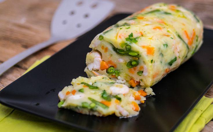 Il polpettone di patate con gamberi e verdure si consuma freddo e rassoda in frigorifero! Ottimo con maionese o in versione light con olio e limone.