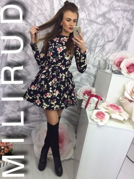 Платье клешное стильное изящное средней длины с цветочным принтом акцент белый