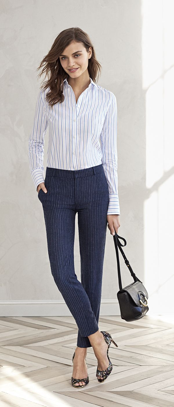 Meet your new go-to crop linen blend pants. Our Avery fit pant has a trouser fit through the hip and thigh that creates an effortlessly chic tailored silhouette. Pair it with a crisp button up shirt and heels for a casual chic work outfit | Banana Republic