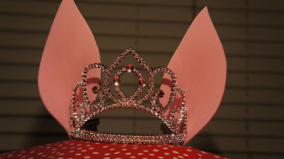 LOL It's official, I'm totally doing an Olivia the Pig themed bday party for the girls in 2013. This Olivia Pig ears on the tiara totally sold me. How stinking cute!!!