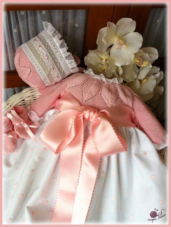 Refrescamos el faldón María ¡fuera lana!, bienvenido el favorecedor algodón de verano que hace que el punto luzca el doble. Cuerpo rematad...
