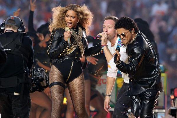 Beyoncé Channels Michael Jackson At Super Bowl 50: Announces 'Formation' Tour #news #fashion #world #awesome