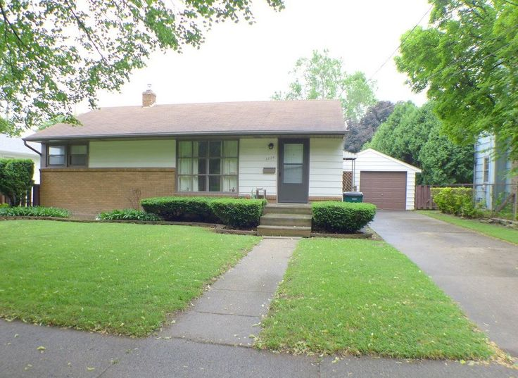 First Time Home Buyers: Ranch Style Home near shopping and Michigan State University. 2824 Lee Blvd in Lansing Michigan. Hardwood Floors! This is an Estate Sale. Schedule a Showing or Need more Info? Call 517-999-2675 or Email peter@pmachomes.com. Visit us www.pmachomes.com