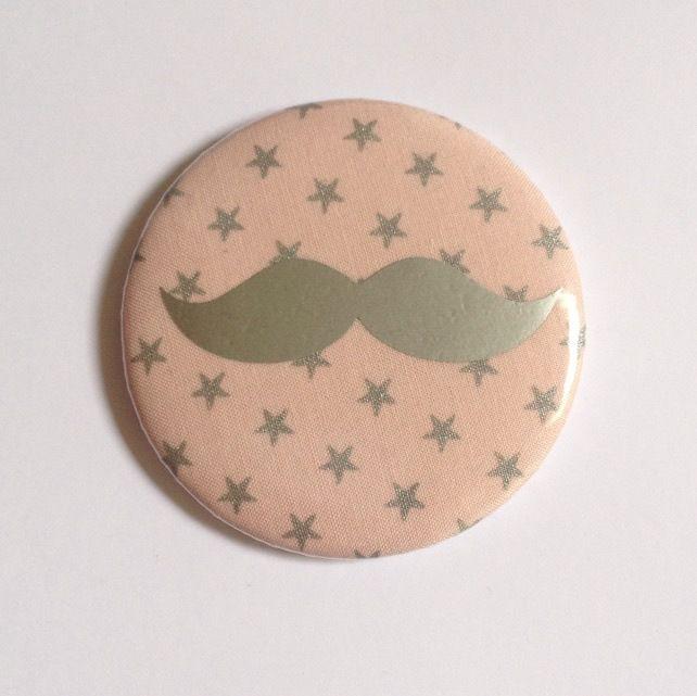 Magnet moustache taille 58mm en tissu France Duval Stalla : rose tendre et étoiles argentées irisées. : Accessoires de maison par tydals