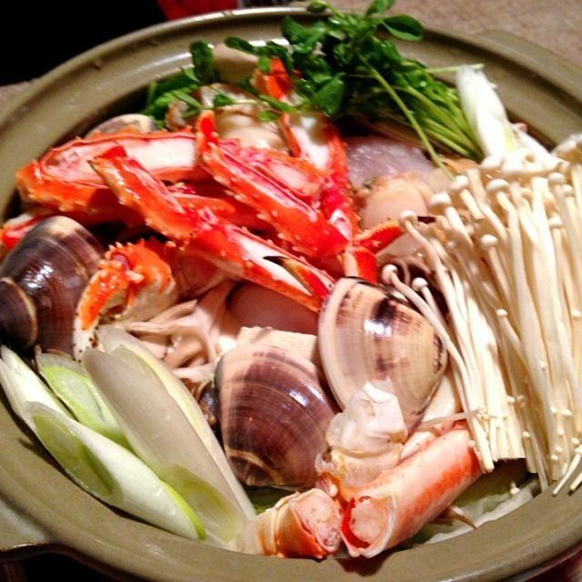 海鮮たっぷりで、スープがたまらないです。閉めは、ご飯を入れて 雑炊に - 16件のもぐもぐ - 海鮮寄せ鍋 by mayon3747