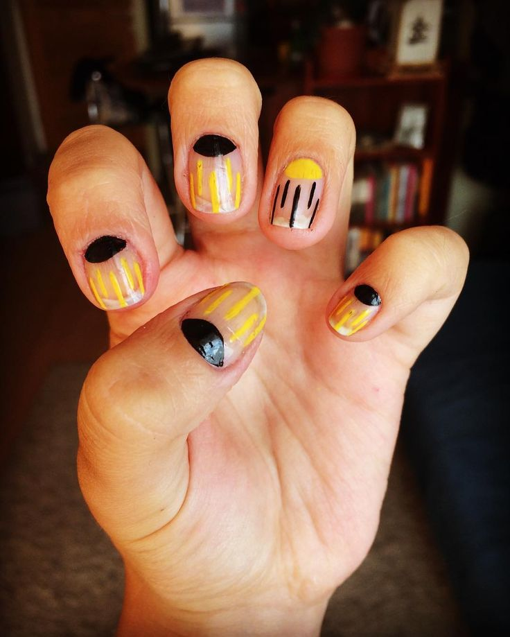 Me encanta el Nail Art minimalista! ✨💅#colorarte #instanailschile #instanails #instadesign #nails #naildesing #nailschile #nailart #nailartchile #nailartdesign #manicure #manicurechile #uñas #unhas #nail #nailpolish #nailswag #colorshow #essie #maybelline #negativespace #minimalist