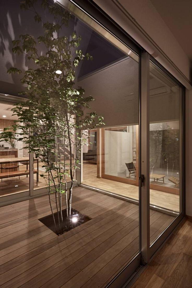 ホワイエのある家: toki Architect design officeが手掛けたtranslation missing: jp.style.庭.modern庭です。