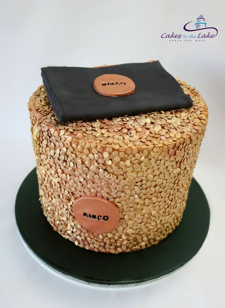 MIMCO CLUTCH CAKE So many loves in the one cake... what better way to celebrate an 18th than with this double barrel chocolate mud cake covered in rose gold edible confetti and topped with a black fondant Mimco clutch purse. www.cakesbythelake.com.au www.instagram.com/cakes_by_the_lake